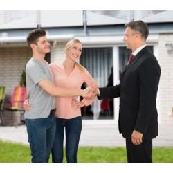 Dlaczego warto korzystać z usług biura nieruchomości?